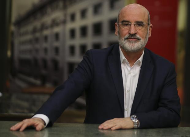 Fernando Aramburu, fotografiado en la sede del Instituto Cervantes en Madrid