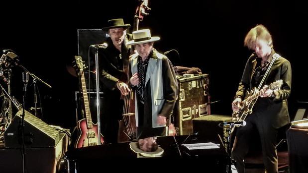 Bob Dylan, durante uno de sus conciertos