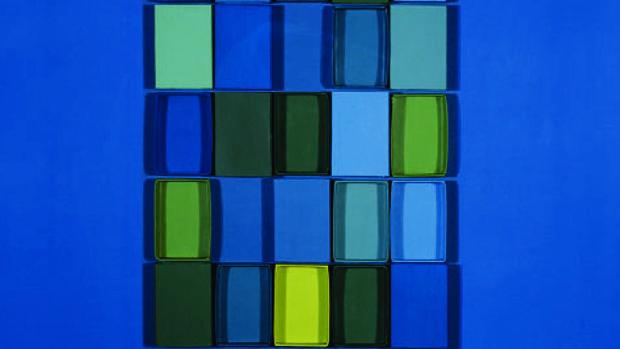 Una de las obras características de Gerardo Rueda hechas con cajas de cerillas, «Azules y verdes»