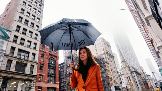 La escritora María Dueñas, fotografiada en las calles de Nueva York