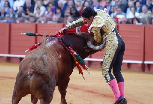 Estocada a matar o mori de Talavante al tercer toro