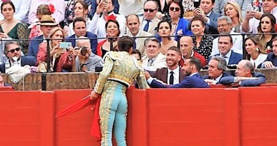 Ginés Marín brinda su primera faena a Serigo Ramos