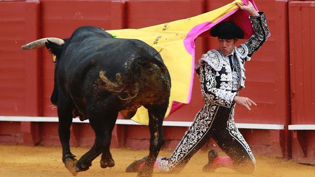 Pepe Moral triunfa con miuras en la Feria de Abril