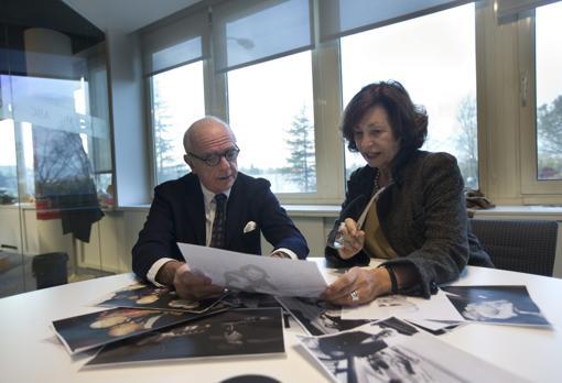 Benatar y Sanz Briz, en la redacción del diario ABC en 2013