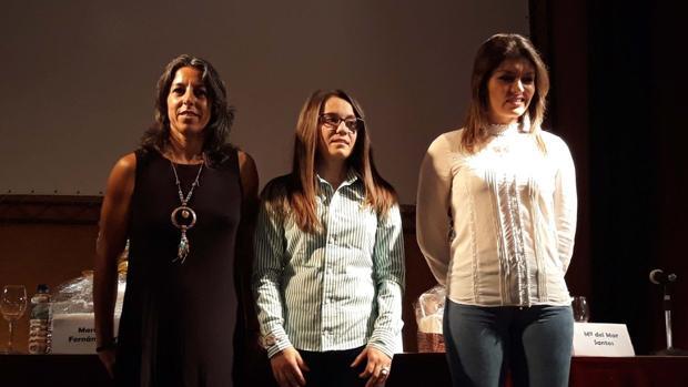 Ana Amalia, María Fernández y María del Mar Santos, durante su charla en Esparragosa de Lares