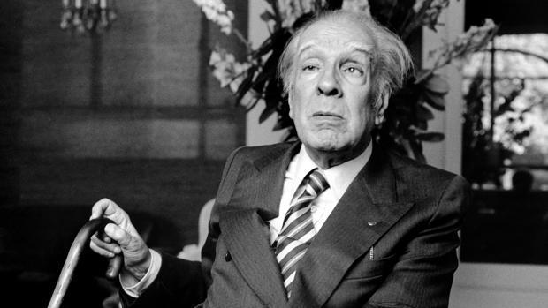 Borges fotografiado en París en 1979