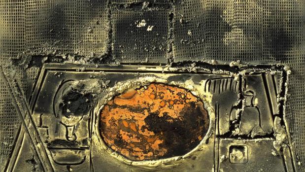 «Ovals i objectes», de Tàpies (galería Leandro Navarro)
