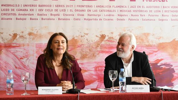 Montserrat Iglesias, directora general del Inaem, y Antonio Moral, director del CNDM, durante la presentación de la temporada
