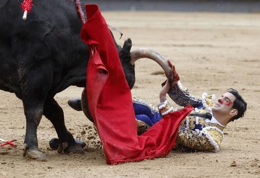 López Simón, a merced del sobrero de Mayalde, en una espantosa escena