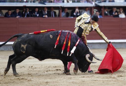 Natural de Talavante al toro al que desorejó