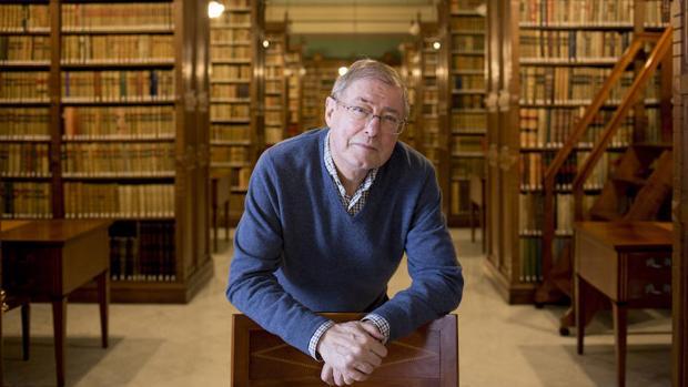 El escritor y académico Félix de Azúa, una de las personalidades que nos confiesa el libro elegido en la Feria