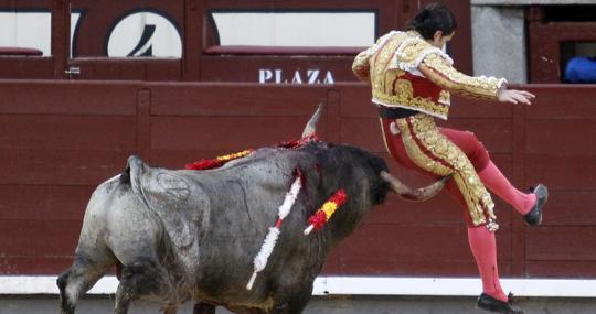 Dramático momento de Sebastián Ritter al ser perseguido por el sexto toro