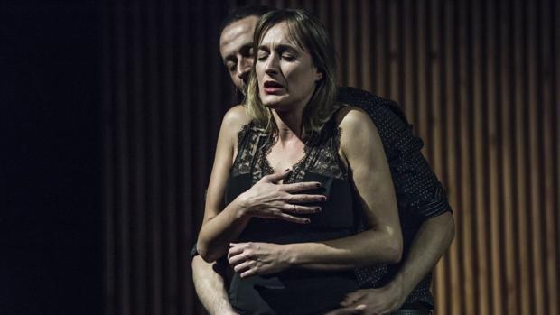 Cristina Alcázar y Fran Boira, en una escena de «Placeres íntimos»