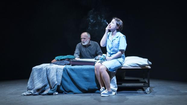 Pablo Viñas y Eugenia Alonso, en una escena de «Olvidémonos de ser turistas»
