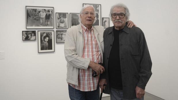 Carlos Pérez Siquier (izquierda) y Ramón Masats, ayer en el Museo Reina Sofía