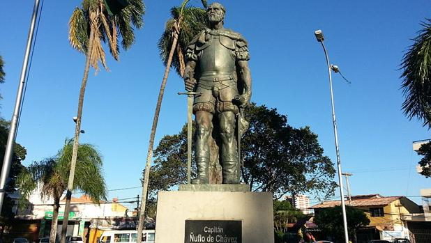Estatua de Ñuflo de Chaves en Santa Cruz
