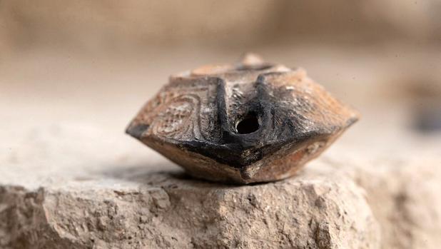 El amuleto de arcilla hallado por arqueólogos israelíes
