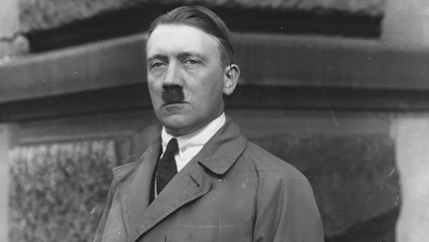 El joven Adolf Hitler, antes de convertirse en líder de Alemania