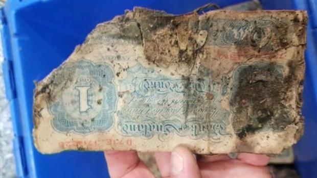 Uno de los billetes encontrados