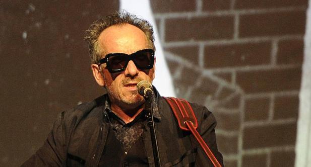 Elvis Costello: «Es tan improbable que gane el Nobel de Literatura como que me hagan Caballero»