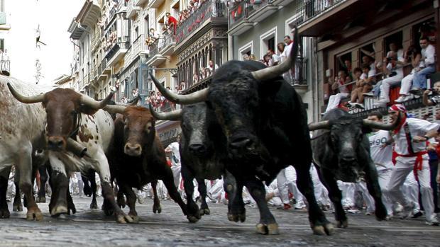 Los ganaderos responden al alcalde de Pamplona: «No vamos a consentir los encierros sin corridas de toros»