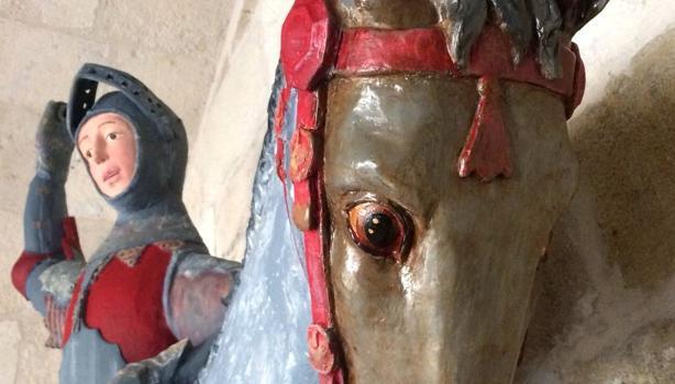 Fografía facilitada por la Asociación de Conservadores Restauradores de España de la escultura de San Jorge, de la iglesia de Estella, tras su «restauración»