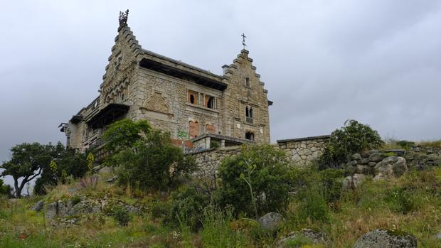 El palacio del canto del pico de refugio de franco a abandonado tesoro de nuestro patrimonio - La casa del libro torrelodones ...
