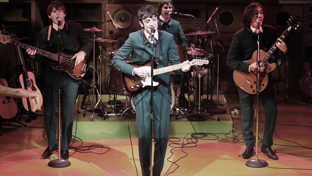 Los integrantes de The Kinks, fotografiados durante una actuación