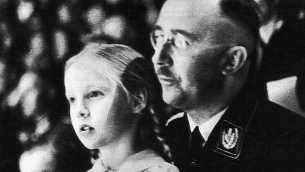 Himmler con su hija Gudrun, a la que solía llamar Püppi (muñequita)