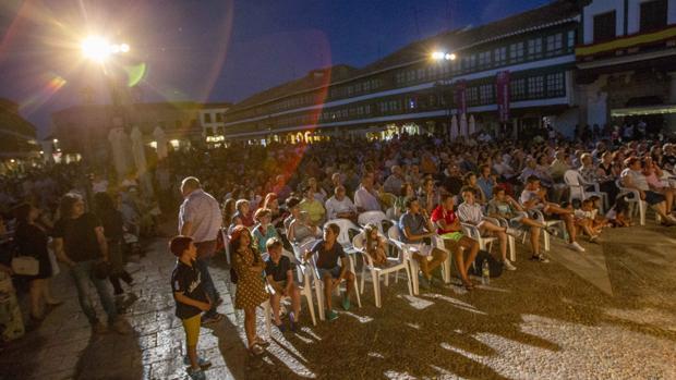 Aspecto de la Plaza Mayor de Almagro durante el espectáculo inaugural del festival