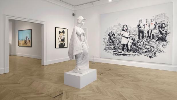 Algunas de las obras que pueden verse en la exposición «greatest hits», de Banksy