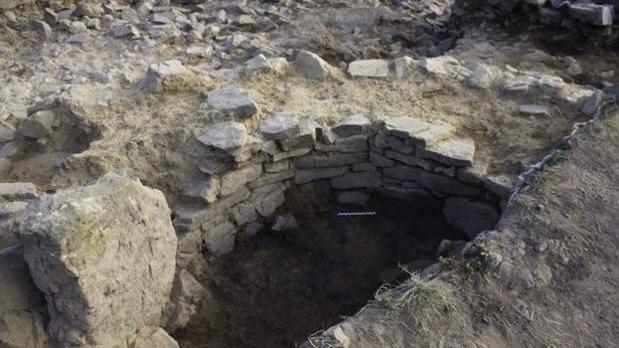 El horno, descubierto bajo la necrópolis medieval de Linares, en Belmonte de Miranda