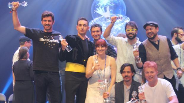 Los ocho galardonados: Gonzalo Gallardo, Javier Botía, Tutti li Family, Javi Benitez, Perez Rafart, Miguel Muñoz y Yunke