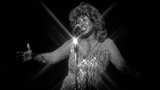 Aretha Franklin durante una actuación en 1978