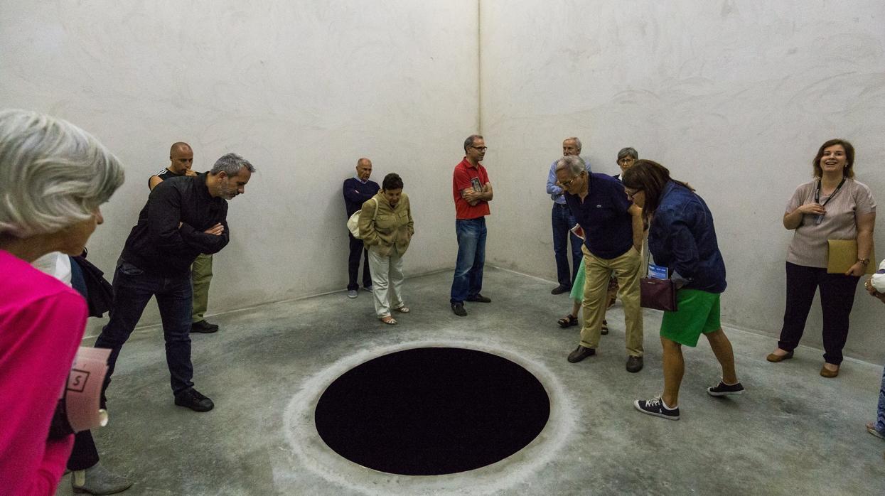 Un visitante se cae en dentro de una escultura en Oporto y termina hospitalizado