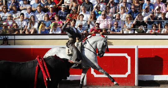 Lea Vicens, a caballo