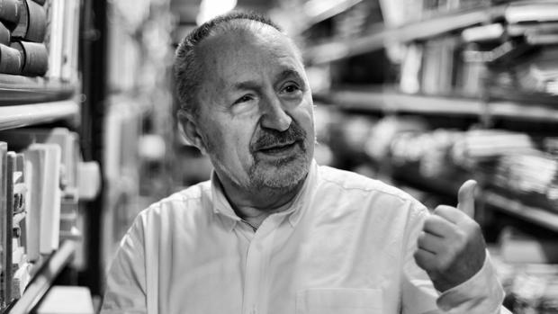 El editor, librero y poeta Abelardo Linares