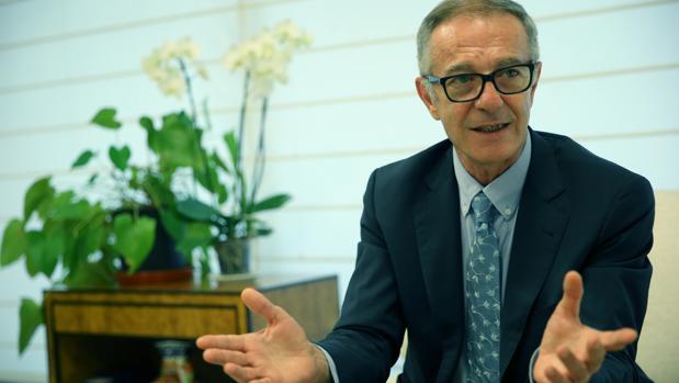 El ministro de Cultura y Deporte, José Guirao, en su despacho