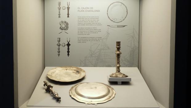 Algunos de los objetos recuperados del pecio de la fragata Mercedes