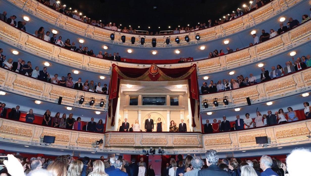 El Teatro Real lamenta «profundamente» la exhibición de lazos amarillos tras la función