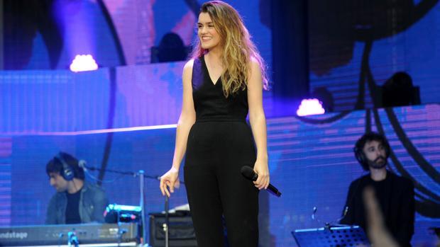 Amaia canta con U2 en su concierto en Madrid