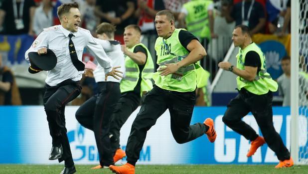 Piotr Verzilov es uno de los miembros de Pussy Riot que saltaron el campo de la final de la Copa del Mundo en Rusia
