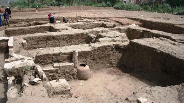 El edificio descubierto cerca del museo Mit Rahina de Guiza