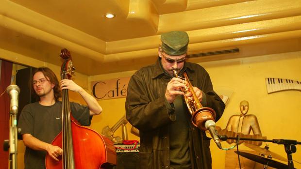 Jerry González durante una actuación en el Café Berlín
