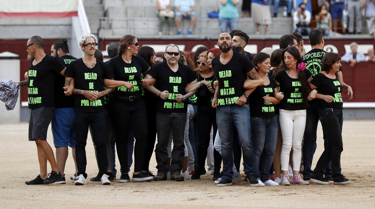 Archivada la causa contra los 29 antitaurinos que saltaron al ruedo de Las Ventas