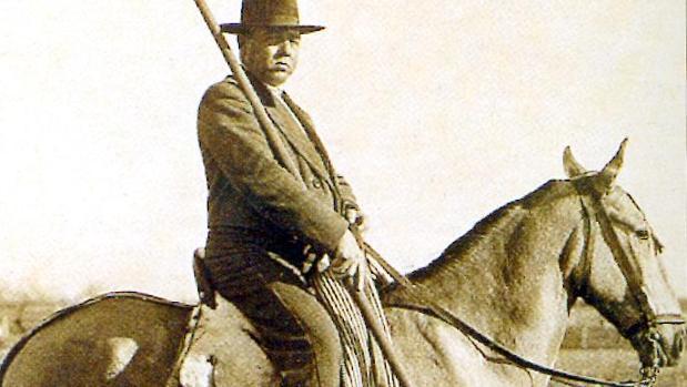 Fernando Villaln a caballo