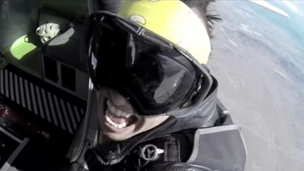 Captura del videoclip «Hello»