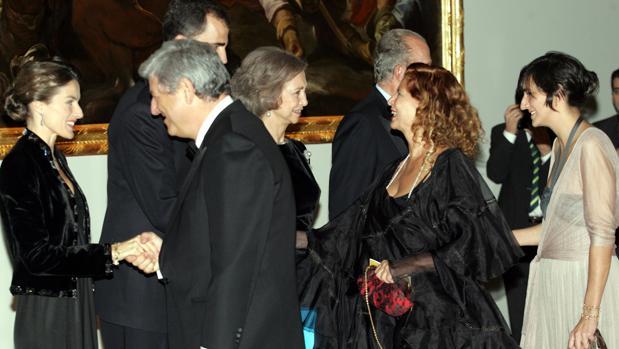 Alborch saluda a los Reyes en la cena de gala de la inauguración de la ampliación del Prado