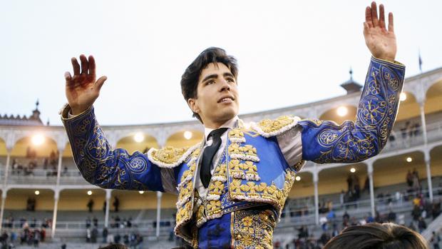 Álvaro Lorenzo, a hombros este año en las Ventas