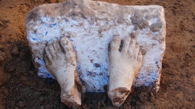 Pies de una estatua griega adquirida por los tartesios, prueba de rutas comerciales